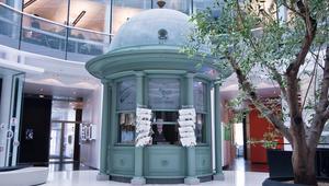 Inngangsparti med gammel Narvesen kiosk